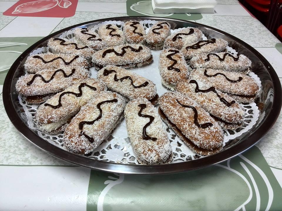 bizcochitos rellenos de crema pastelera