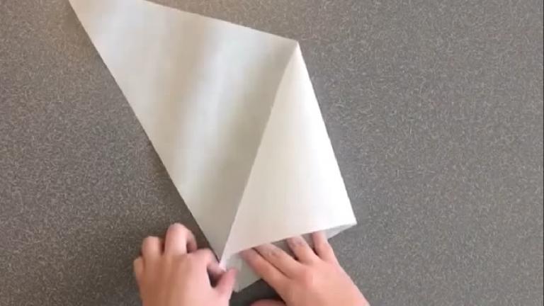 como-hacer-manga-pastelera-con-papel-de-horno (3)